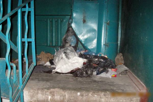 Вподъезде многоэтажки наКиевской вмешке найден труп женщины