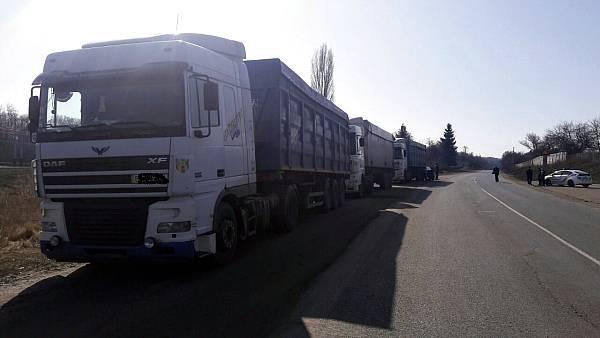 Милиция проверяет фургоны смусором вКременчугском районе