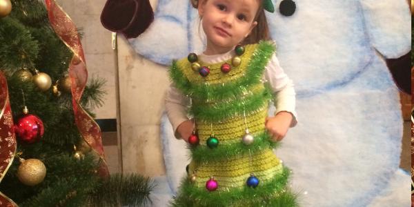 В конкурсе костюмов от Кременчугской газеты решила поучаствовать маленькая Елочка