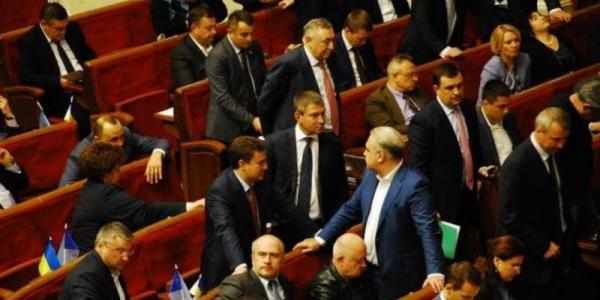 Шаповалов работает с теми, кто голосовал за законы, приведшие к первым смертям на Майдане