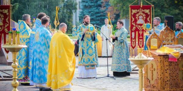 В Кременчуге на площади Победы отслужили Божественную литургию