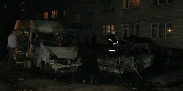 В Кременчуге ночью массово горели машины