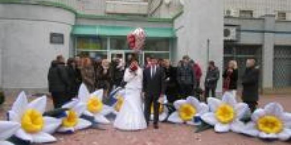 В Кременчуге в День влюбленных 24 пары молодоженов стали на свадебный рушник  15 Февраль 2015  280 раз