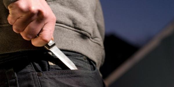 По кременчугской больнице прохаживался мужчина с ножом и приставал к пациентам