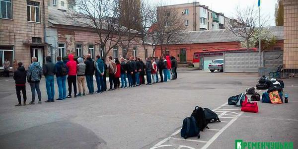 28 юношей из Кременчуга и района призвали на срочнуюслужбу в армию
