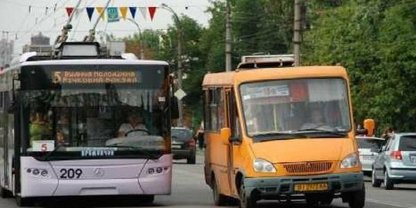 Кременчугские маршрутчики тариф подняли и сразу сорвали график перевозок