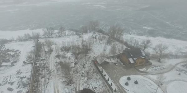 Дом отдыха на побережье в Кременчуге, который связывают с народным депутатом Украины Ю.Шаповаловым.