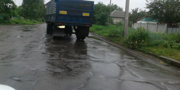 Разбитую улицу Герасимовича в Кременчуге снова не ремонтируют
