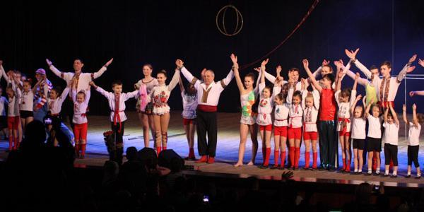 Кременчугский народный цирк «Юность» отметил 44 годовщину создания коллектива