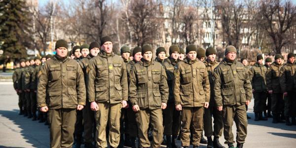 Кременчугские гвардейцы прошли маршем по центральным улицам города