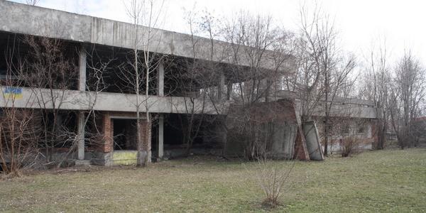 Найденные останки человека в недострое на Киевской заставили власть заняться этим объектом