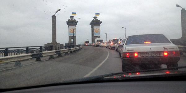 На Крюковском мосту сломался автобус - собирается пробка