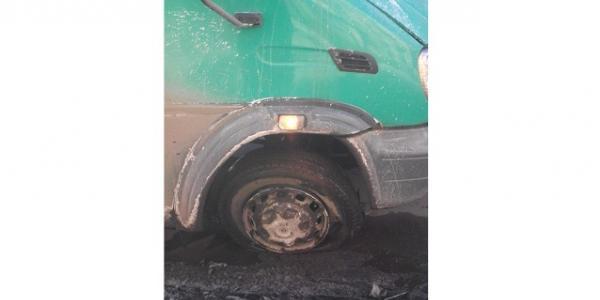 Кто пробил на ходу колесо маршрутке? - Крюковский мост