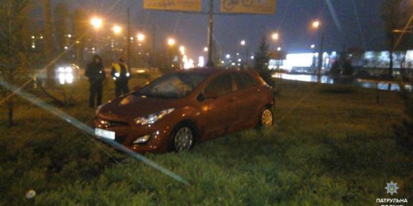В Кременчуге женщина на Hyundai с признаками наркоопьянения въехала в столб