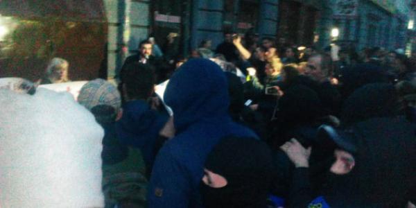 Выезд из Полтавы перекрыт после вчерашних столкновений