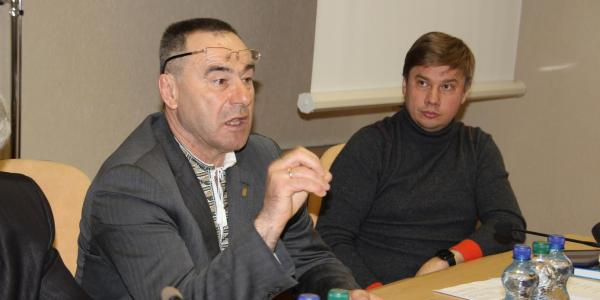 И.Близнюк и А.Биленький обещают, что облсовет Полтавщины поможет с обустройством новой спортплощадки под Кременчугом