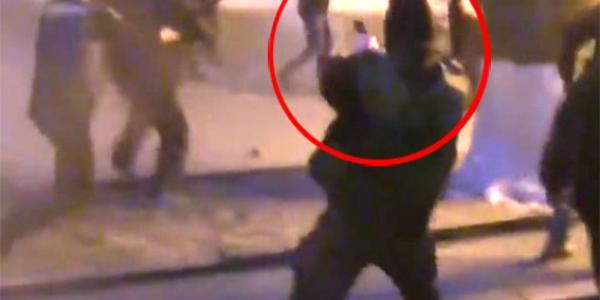 На видео, где зафиксированы беспорядки 5 апреля, подозреваемый попал в кадр в то время, как толпа скандировала «Кременчуг, давай! Кременчуг, давай!...»
