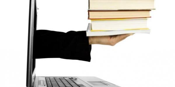 Працівники бібіліотеки обіцяють з іншого боку моніторіввідповідати на запити читачів тарезервувати книжку для читання.