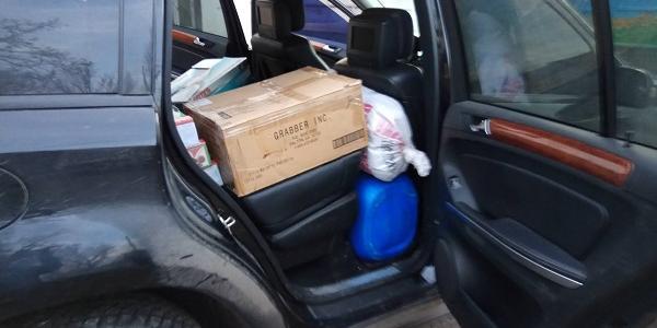 Кременчугские волонтеры передали на передовую продукты и предметы для быта