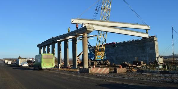 На будівництві дворівневої розв'язки на трасі «Кременчук-Полтава» вже змонтовані перші балки