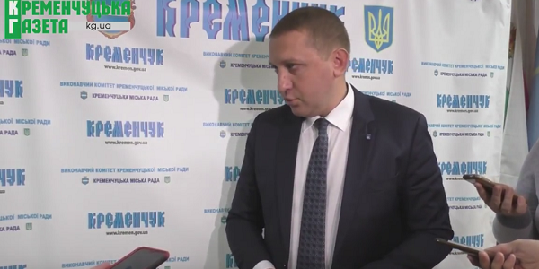 Мер Кременчука вважає, що люди в однострої охороняють в мерії громадський порядок