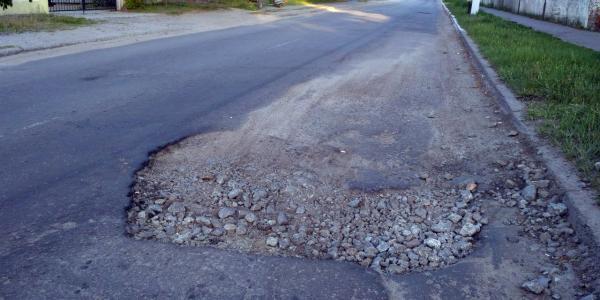На улице Чкалова ямы растут после ремонта