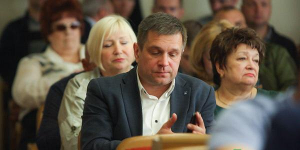 У врача и чиновника Дмитрия Петращука три автомобиля и две квартиры