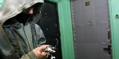 Кража в стиле «техно»: вор прошел сквозь дверь и унес технику