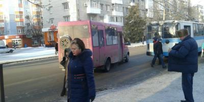 Маршрутки в Кременчуге: давка, щели в палец, торчащие болтики и гул «кукурузника»