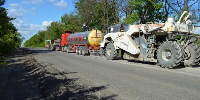Під час ремонту дороги на Кременчук застосовують сучасну технологію – ресайклінг