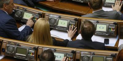 Рада разрешила увольнение «бессрочных контрактников»