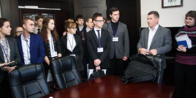 Чиновники Кременчуга на один день открыли для молодежи кабинеты власти