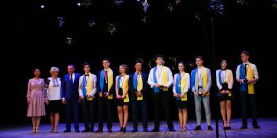 Золотими та срібними медалями засяяли 60 розумників.
