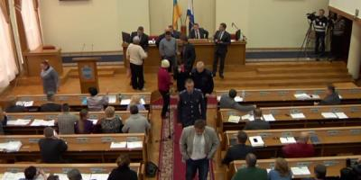 В Кременчугский горсовет за Жоганом пришла полиция…