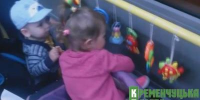 Новинка призвела до того, що у салоні не чути дитячого плачу, як це часто буває у громадському транспорті, усі пасажири спокійні.