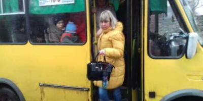 Це Кременчук: в одну 14-місну маршрутці набивається до 40 пасажирів