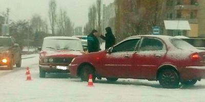 Перші постраждалі від негоди: на Автокразівському бульварі – ДТП