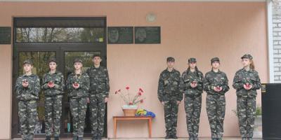 Сьогодні в Кременчуці увічнили пам'ять про загиблих захисників Олега Довбні та Степана Усса