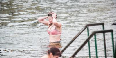 Оксана Пиддубная верна традициям: на Крещение купается в Днепре