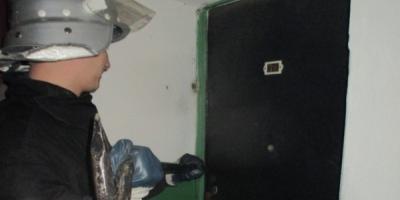 Кременчуцькі рятувальники відкрили двері квартири, де знайшли тіло померлого чоловіка