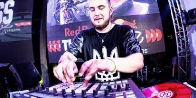 Кременчугский ди-джей, композитор Артем Ткаченко стал лидером популярного радиочарта