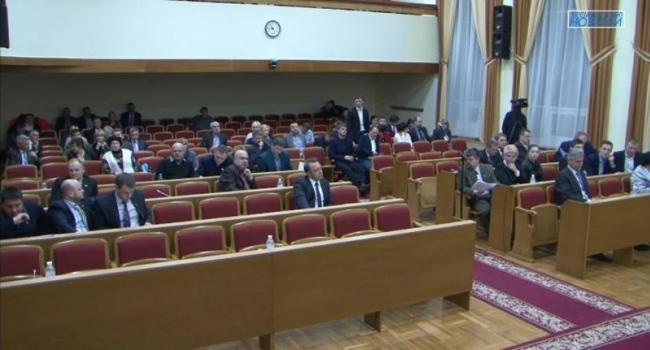 Сессионный зал покинули депутаты от Укропа и Самопомочі