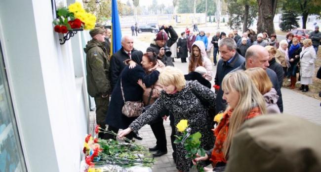 В Кременчуге открыта мемориальная доска воину АТО Андрею Покладову