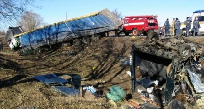 ДТП на Полтавщине: грузовик и автобус были переоборудованы без разрешения. Дополнено