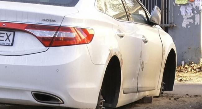 В Кременчуге разули автомобиль, проникнув в гараж «сквозь стену»