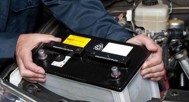 В Кременчуге воры на глазах у таксиста украли из авто аккумулятор