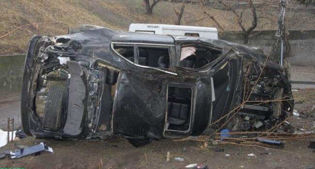 Трагическое ДТП по Щорса: два трупа и машина всмятку