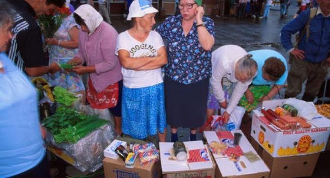 Калашник ко Дню торговли объявил амнистию стихийным торговцам