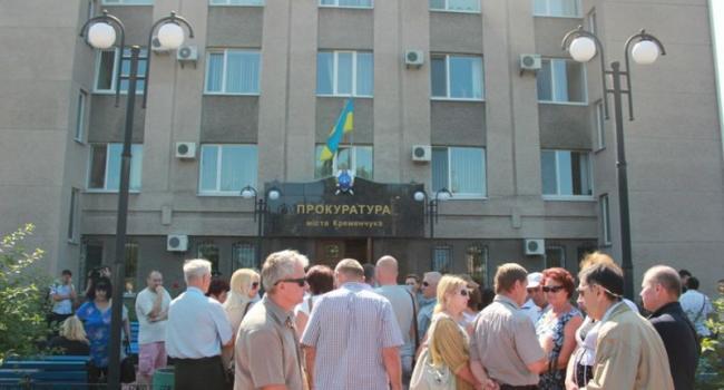 Двойной удар: под зданием прокуратуры прошел двойной пикет