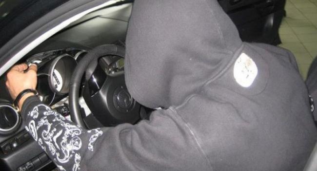 В Кременчуге неизвестные решили покататься на чужом автомобиле